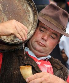 man cask wine horn1