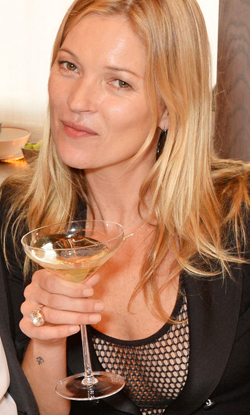 kate_moss_champagne